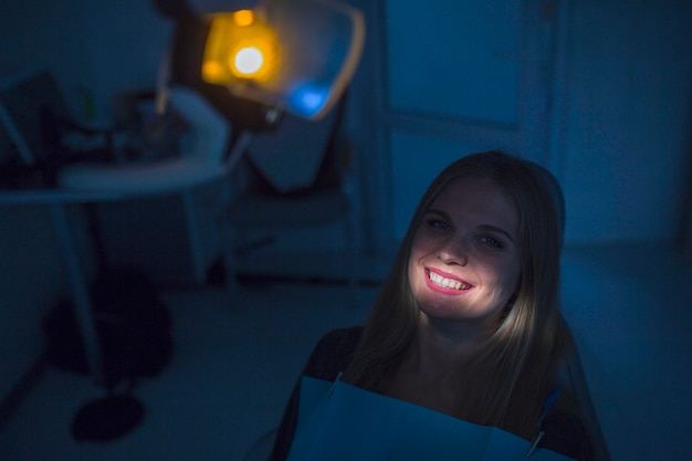 Light falling over female patient's teeth in clinic Free Photo