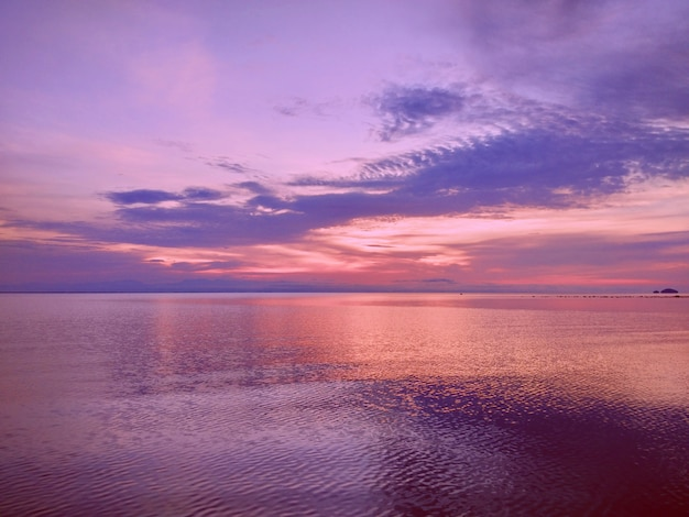 Light reflection over the sea water wave in morning time Premium Photo