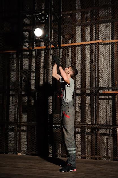 The lighting engineer adjusts the lights on stage Premium Photo