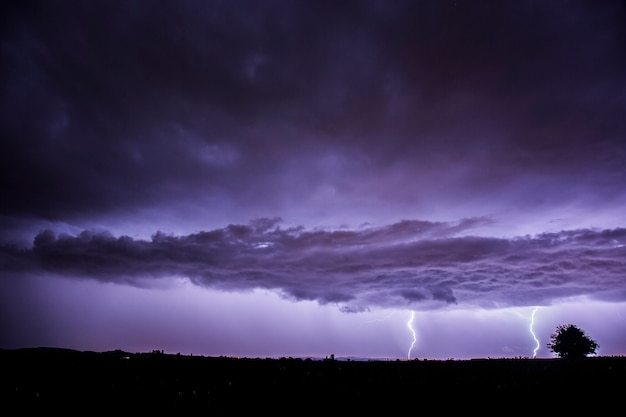 Lightning in balaguer, lleida, catalonia, spain Premium Photo