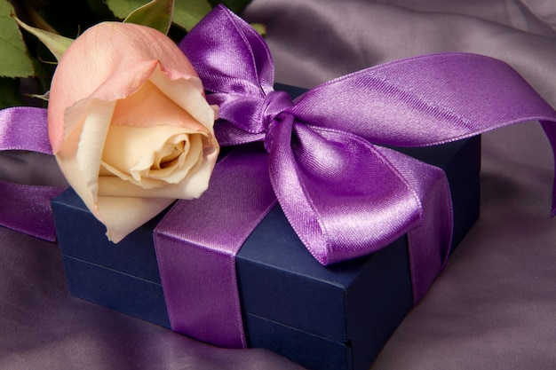 Lilac gift with rose Premium Photo