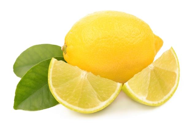 白い背景の上のライムとレモン Premium写真