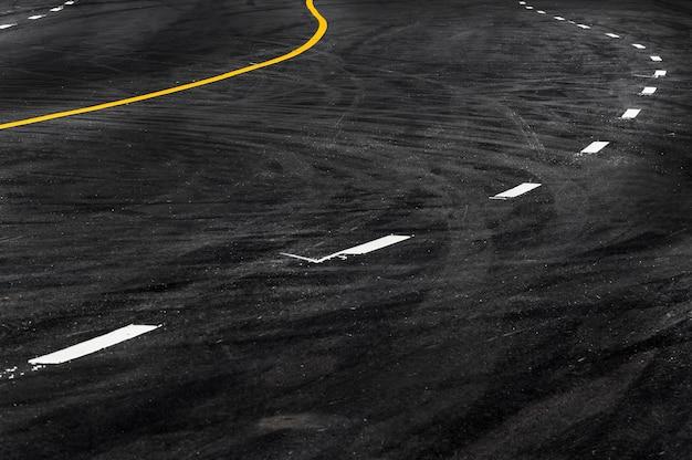 Линия на асфальтовой дороге, копия пространства текстуры линии дороги абстрактный фон Premium Фотографии
