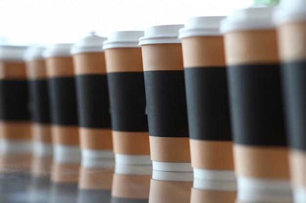 Line of paper cups standing at table Premium Photo