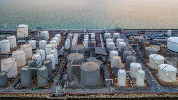 Liquid chemical tank terminal, storage of liquid chemical and petrochemical products tank Premium Photo