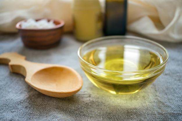 Liquid coconut mct oil in round glass bowl Premium Photo