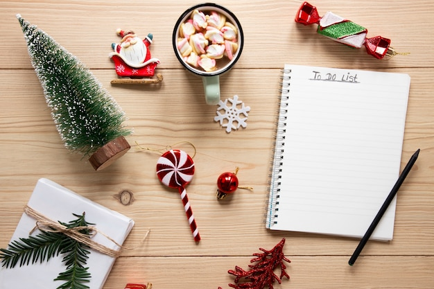 To do list mock-up surrounded by decorations Free Photo