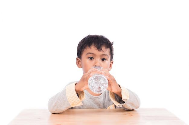 Little boy drinking water Premium Photo