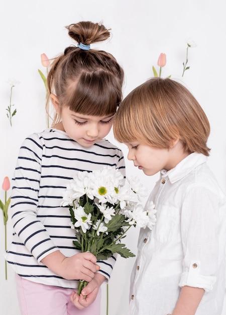 Little children looking at flower bouquet Free Photo