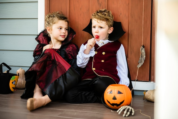 Little children trick or treating Free Photo