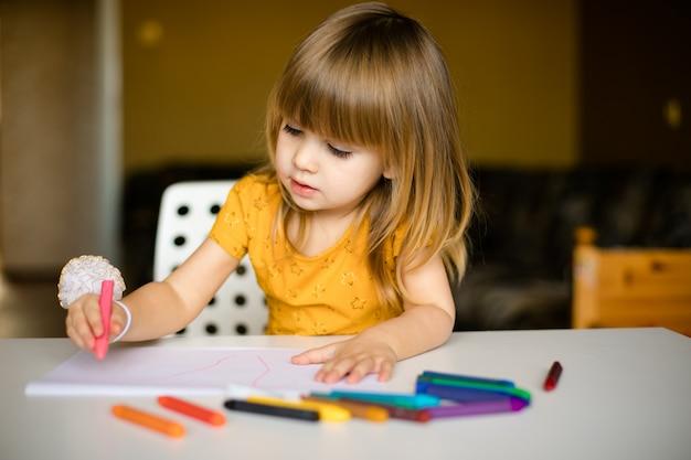 Little girl drawing Premium Photo