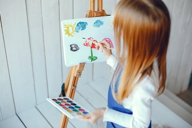 Little girl drewing Free Photo