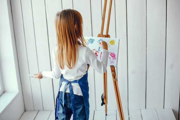 Little girl drewing Free Photo