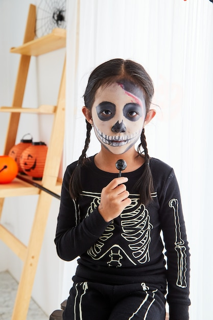 Little girl in halloween costume at home Premium Photo