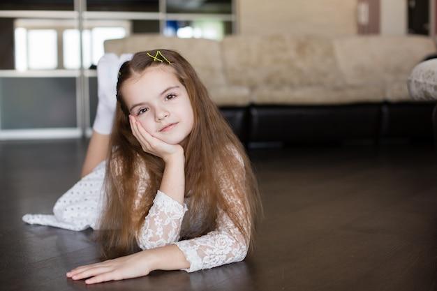 Little girl lies on the floor Premium Photo
