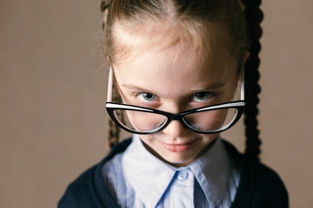 Little girl wearing glasses Premium Photo