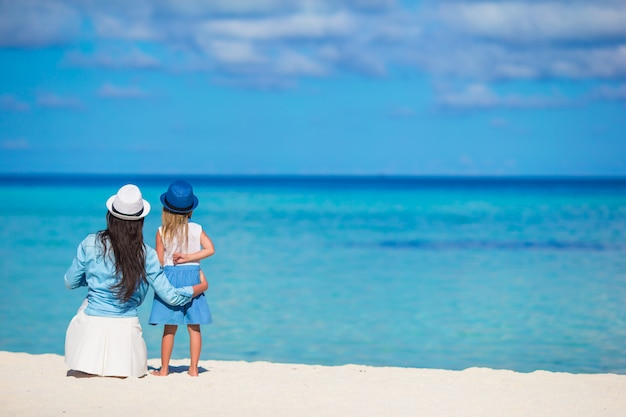 Little girl and young mother during beach vacation Premium Photo