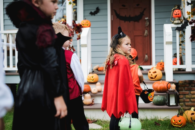 Little kids trick or treating Premium Photo
