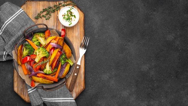 Композиция местной еды с копией пространства Бесплатные Фотографии