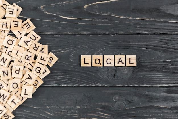 木製の背景上のローカル単語 無料写真