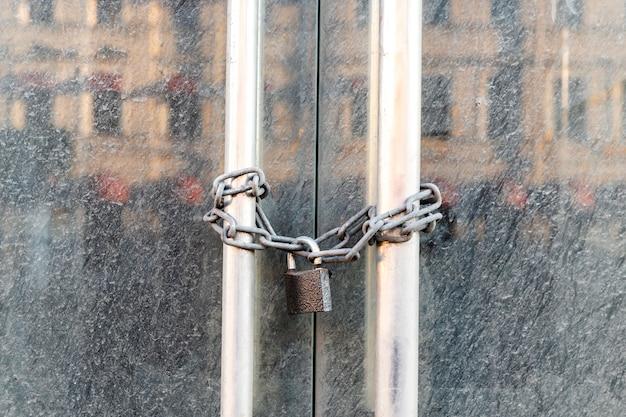 Lockdown shop market closed due to coronavirus pandemic door locked with chain Premium Photo