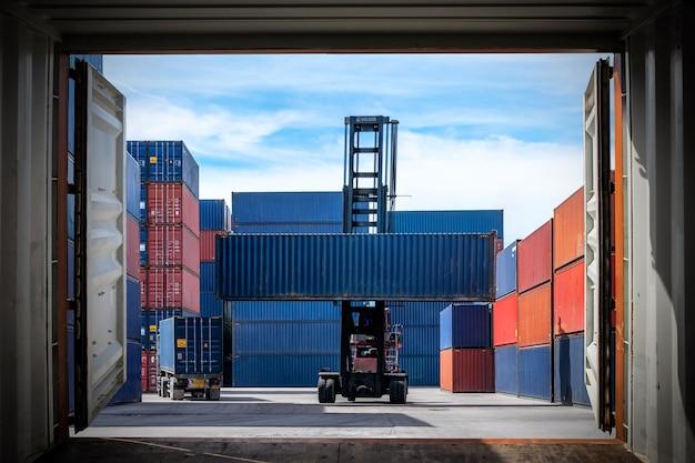 Логистический импорт экспорт Premium Фотографии
