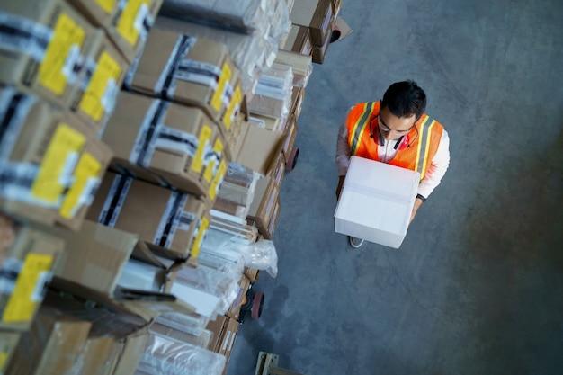 ボックスと物流労働者 Premium写真