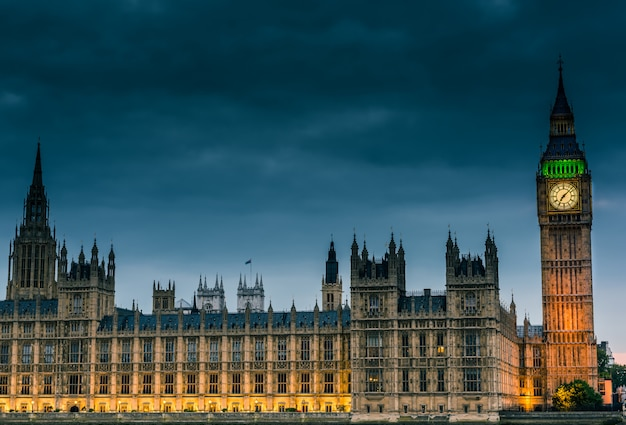 London city skyline Premium Photo