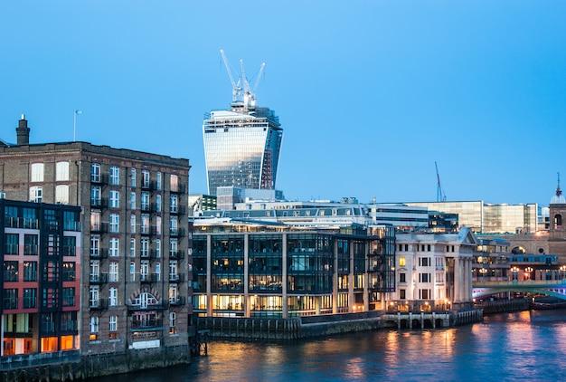 London cityscape at dusk, london, england Premium Photo