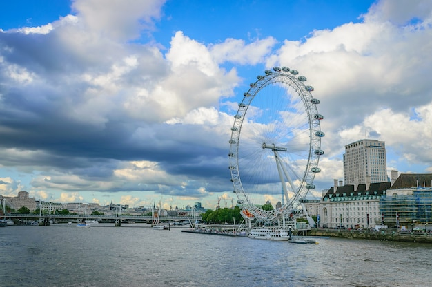London eye on river thames Premium Photo