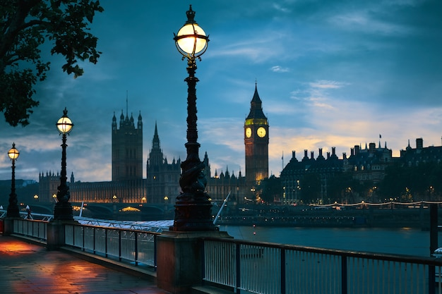 London sunset skyline bigben and thames Premium Photo