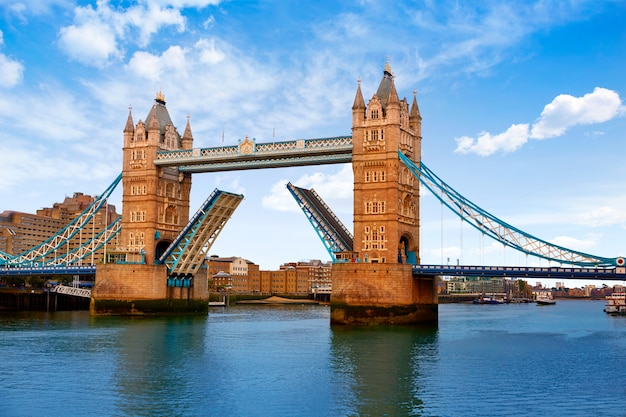 London tower bridge over thames river Premium Photo