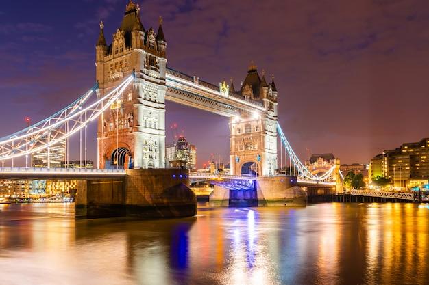 London tower bridge with downtown building Premium Photo