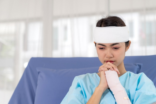 Lonely accident patients injury woman on patient's bed  in hospital want to go home - medical concept Free Photo