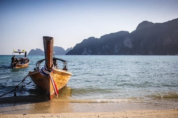 Long boat and tropical beach Premium Photo