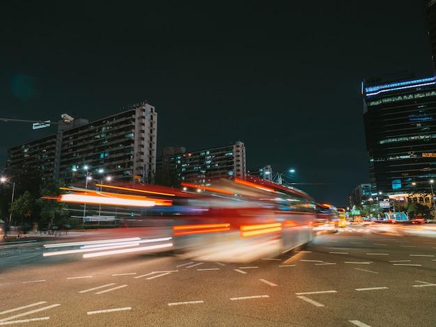 Long exposure in seoul's crossroad Premium Photo