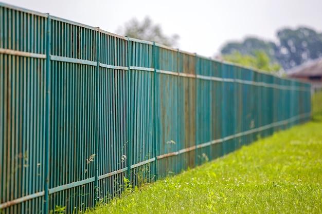 Long rusty old metalic fence. Premium Photo