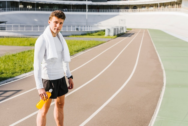 Long shot of athlete at the running track Free Photo