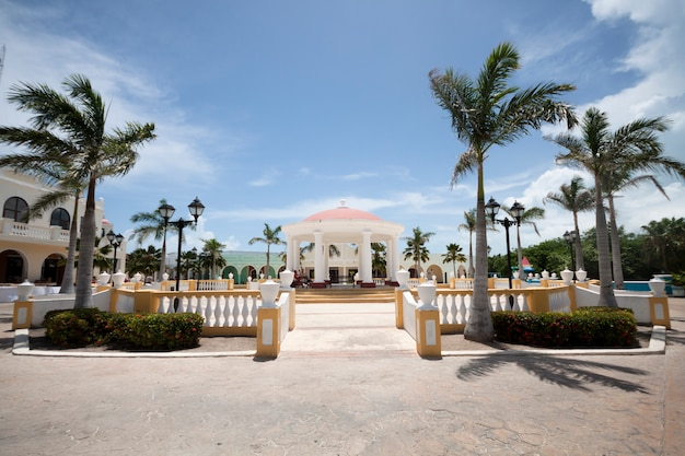 Long shot tropical resort at the seaside Free Photo