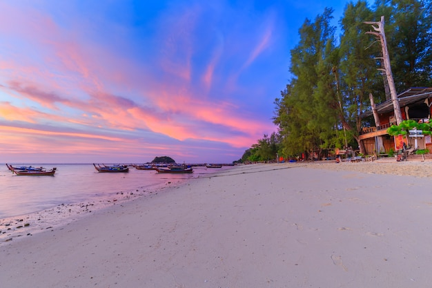 Long tail boat on sand beach in the morning on tropical island in thailand Premium Photo