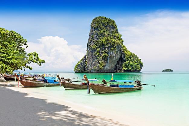 Longtale лодки Premium Фотографии