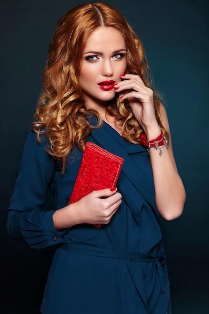 Высокая мода look.glamor крупным планом портрет модели красивая сексуальная стильная блондинка кавказских молодая женщина с ярким макияжем Бесплатные Фотографии