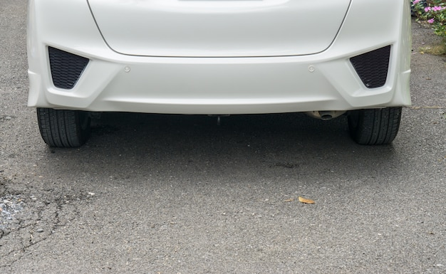 Lost license plate on white car Premium Photo