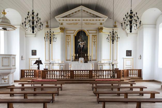 Louisbourg、louisbourg、cape breton island、nova scotia、caの要塞での教会の内部の風景 Premium写真
