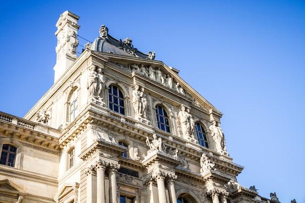 Лувр в париже Premium Фотографии