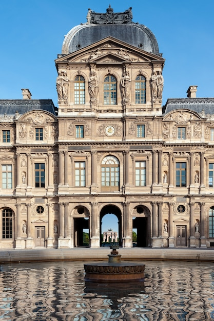 Louvre museum in paris Premium Photo