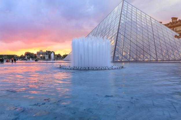 Louvre museum at twilight in winter, this is one of the most popular landmark in paris Premium Photo