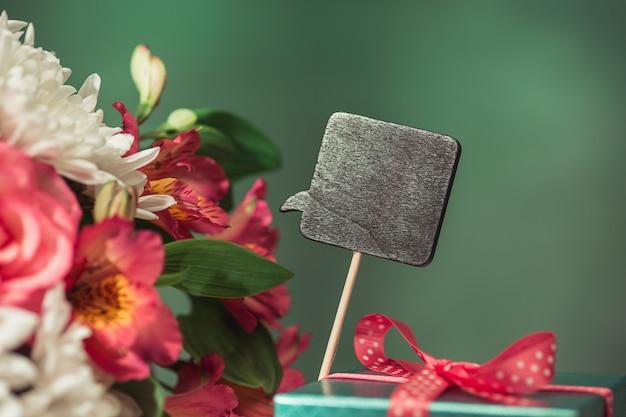핑크 장미, 꽃, 테이블에 선물 사랑 배경 무료 사진