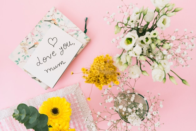 Love you mum inscription with flowers and notebook Free Photo