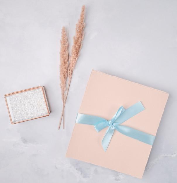 結婚式の招待状で素敵なアレンジ 無料写真